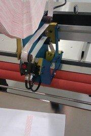 Dubbelzijdig plakband aanbrengen en machinaal aanbrengen van tape